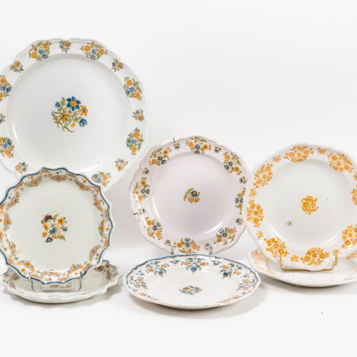 MOUSTIERS, XIXème siècle dish and four circular plates with polychrome decoratio…