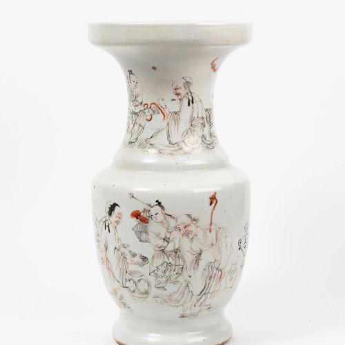 CHINE, Fin du XIXème ou début du XXème siècle A white porcelain vase of baluster…