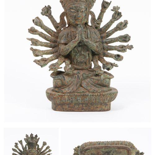 CHINE, fin XIXème XXème siècle Statuette of the bronze boddhisattva Avalokitesva…