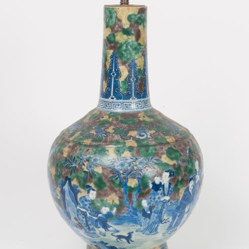 CHINE, XIXÈME SIÈCLE A white porcelain bottle vase on a moulded foot with a blue…