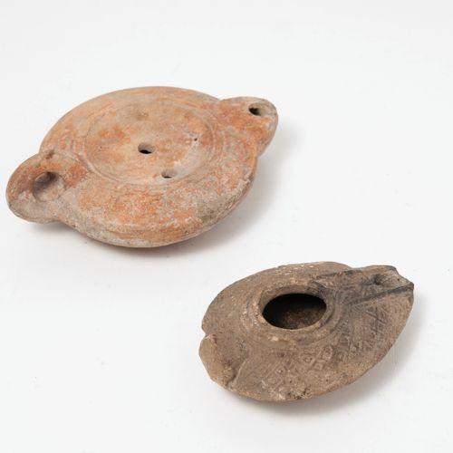 Afrique du Nord, IIIème siècle Lampe à huile à bec en coeur, estampillée (illisi…