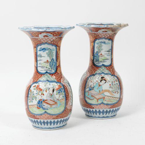JAPON, fin du XIXème début XXème siècle. Paire de vase balustre à col évase à bo…