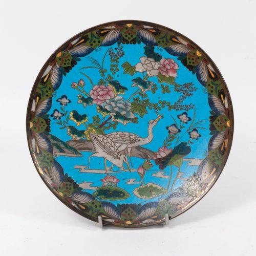 CHINE, fi du XIXème début du XXème siècle Assiette en cuivre à décor en émaux po…