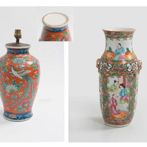 CHINE, XXème siècle Petit vase en porcelaine à décor polychrome de Canton.  H. :…