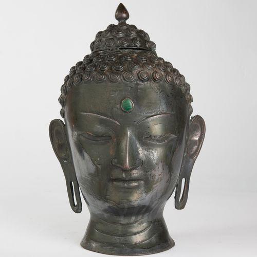 THAILANDE, Xxème siècle Tête de Bouddha en bronze à patine argentée noircie, au …