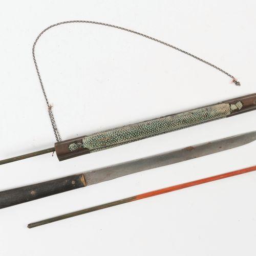 JAPON, XIXème siècle Couvert de voyage composé de baguettes en bois et d'un cout…