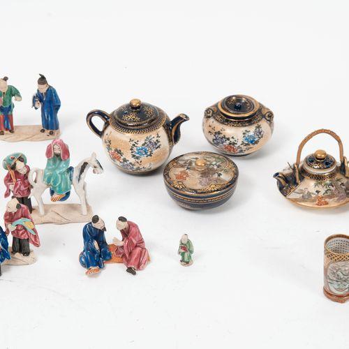 JAPON, Satzuma, XXème siècle Vaisselle miniature ou dinette en faïence fine à dé…