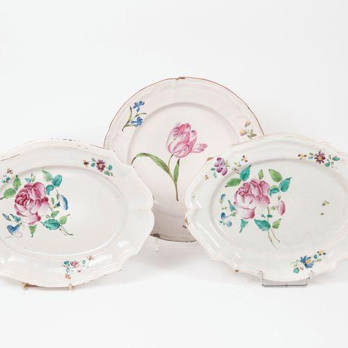 EST DE LA FRANCE, XVIIIème XIXème siècles Deux plats à bord contournés en faïenc…