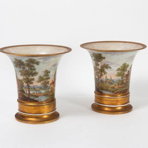 FRANCE, XIXEME SIECLE Paire de vases cornet ou cache pot en porcelaine polychrom…
