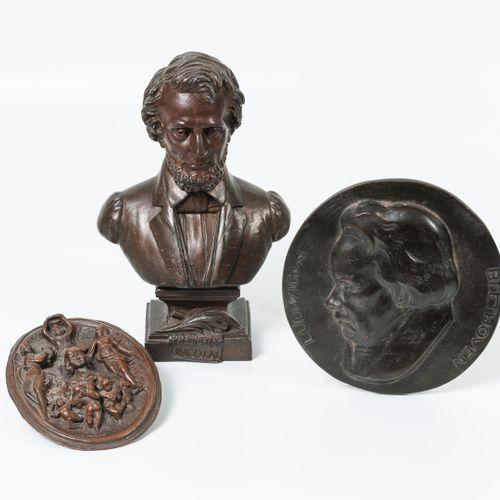 D'après TRAVANA (?) Buste du Président Lincoln.  Epreuve en régule à patine brun…
