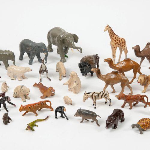 Fort lot d'animaux d'Afrique, d'Amérique et des pôles.  En plomb peint.  Compren…