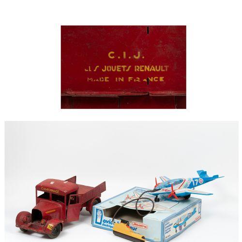 C.I.J (Les jouets Renault), Made in France Camion plateau à ridelle en tôle laqu…