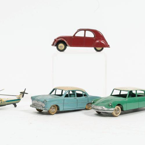 DINKY TOYS, Made in France Lot comprenant :   Citroën 2CV 24T/535. Usures et ray…