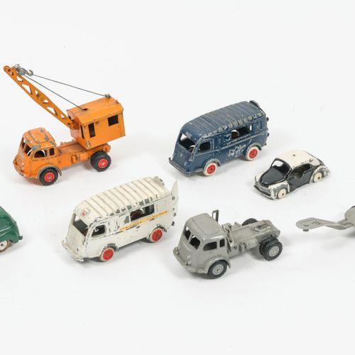 C.I.J (Les jouets Renault), Made in France Lot comprenant :   Renault 1000kg amb…