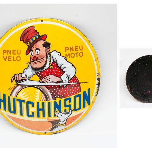 Hutchinson Plaque publicitaire circulaire bombée.  En tôle émaillée polychrome à…