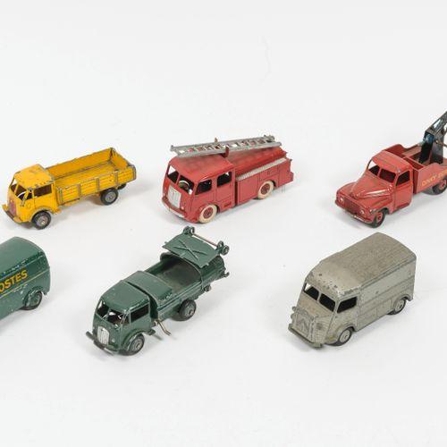 DINKY TOY, Made in France Lot comprenant :   Citroën 1200K 25C. Usures et rayure…