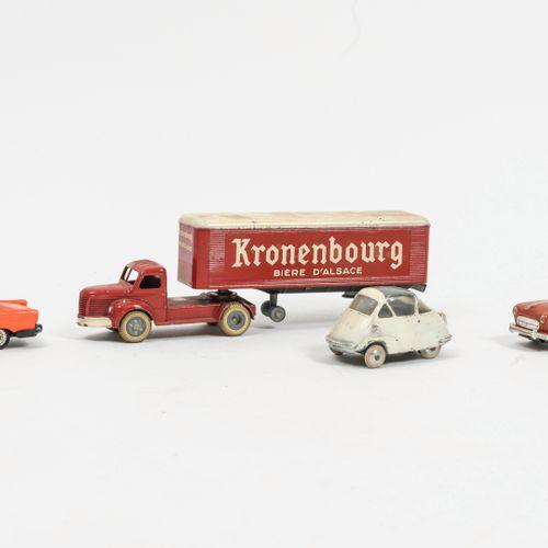 NOREV, Made in France Lot comprenant :   Peugeot 404. Usures et rayures.   Renau…