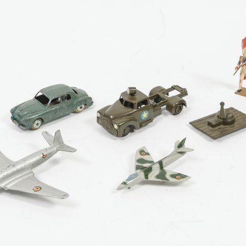 Lot de miniatures comprenant :   RENAULT Frégate. Importantes usures et rayures.…