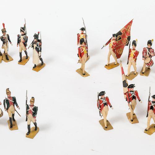 Fort lot de petits soldats et porte drapeaux.  En plastique peint polychrome com…