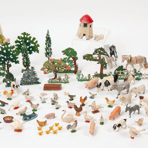 Fort lot de décor et d'animaux de la basse cour.  En plomb peint polychrome.  Co…