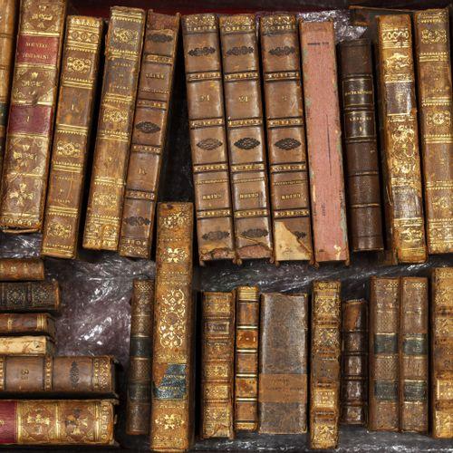 3 caisses de livres : LOT de livres anciens dépareillés et en très mauvais état.…