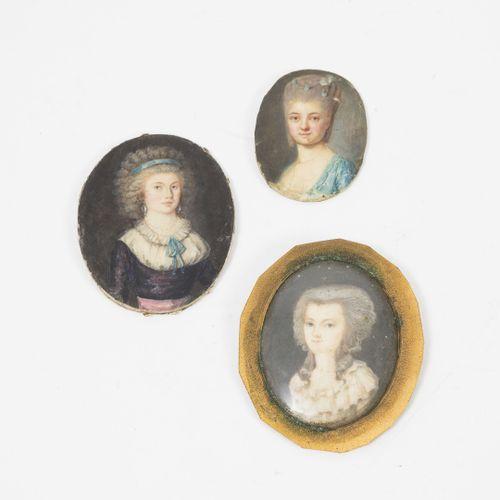 École FRANÇAISE de la fin du XVIIIème siècle Portraits de femmes en buste.  Troi…