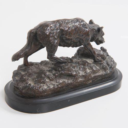 狼攻击小羊。  青铜材质的证明,带有棕色阴影的古铜色。  阳台的背面轮廓上有O.H.的字样。  黑色大理石底座。  20世纪初的晚期版本。  13 x 20 x…