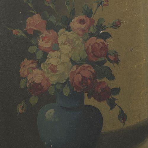 J. RATY Deux natures mortes aux bouquet de fleurs.  Huiles sur panneaux.  Signée…