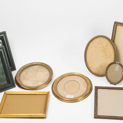 Lot de cadres pour photos en bois naturel ou doré.   5 rectangulaires.   4 ovale…