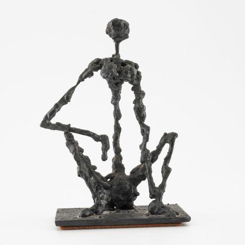 Max SAUZE, attribué à Petite femme assise.  En métal soudé.  H. : 10 cm.  Rayure…
