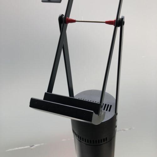 Richard SAPPER (1932 2015) Paire de lampes modèle Tizio 35 avec supports lampada…