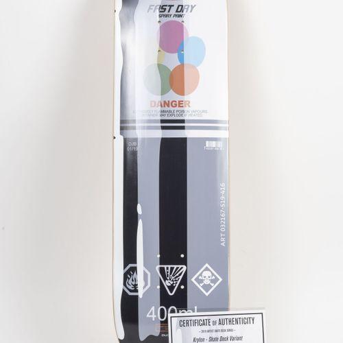 DENIAL (1976) Krylon Pills, 2019年。  溜冰鞋面的变体。  编号为25/50的滑板。  80 x 20厘米。  附上真实性证明。