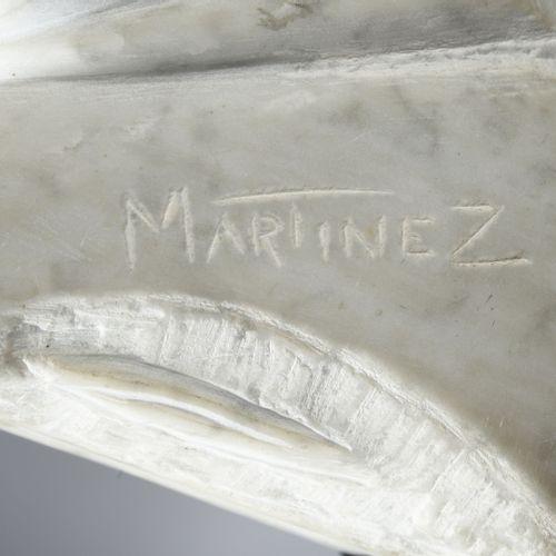 Luis MARTINEZ RICHIER (1928) Sans titre.  Sculpture en marbre blanc.  Socle en b…