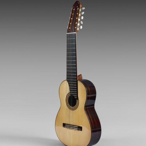 José GIMENEZ 吉他。2007年制造的C 10 n° 566型。  瓦伦西亚 西班牙  弦长:650毫米  琴头间距:86毫米  云杉木面板,印度黑檀…
