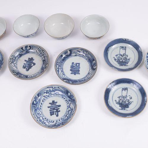 CHINE ou COREE, XIXème XXème siècles Ensemble de porcelaines :   5 soucoupes à d…