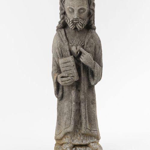 Christ au livre.  Sujet en pierre réconstituée.  XXème siècle.  H. : 47.3 cm.
