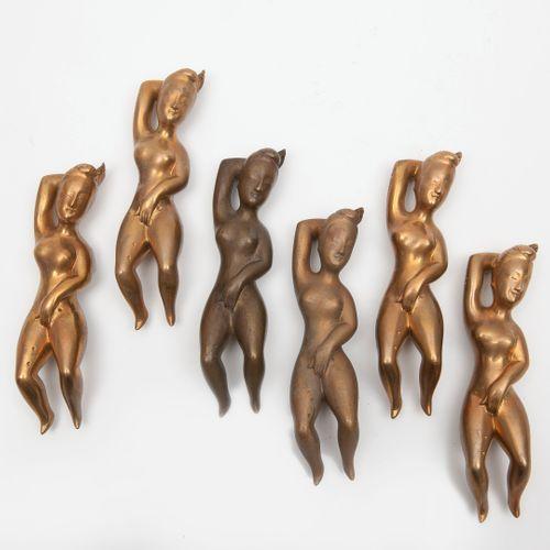 ASIE, XXème siècle Femmes médecins.  Six épreuves en bronze.  Long. : 15.5 cm.  …