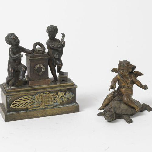FRANCE, XIXEME SIECLE Encrier porte plumes en bronze doré en patiné et doré diss…