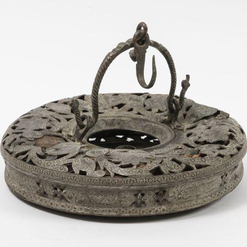 EMPIRE OTTOMAN, XIXème XXème siècles Lanterne lumignon circulaire à soufflet à m…