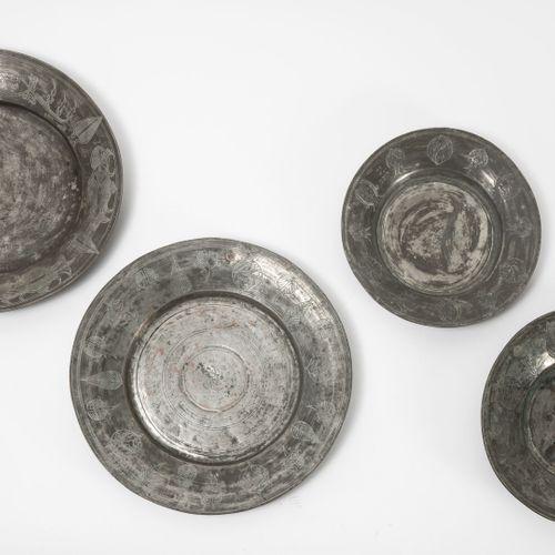 EMPIRE OTTOMAN, XIXème XXème siècles Quatre plats circulaires en cuivre étamé à …