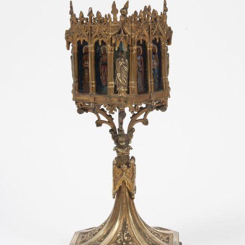 FRANCE, fin du XIXème siècle Partie de reliquaire dans le goût gothique en bronz…