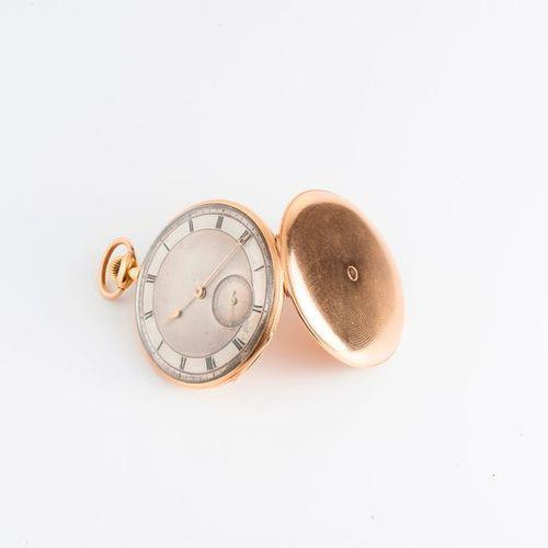 Montre de gousset en or jaune (750), le revers guilloché.  Cadran argent guilloc…