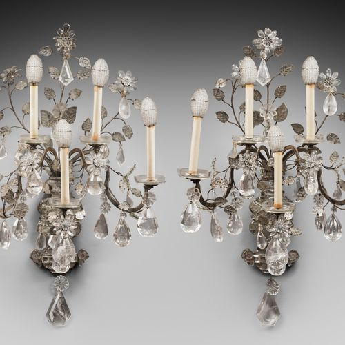 PAIRS OF APPLIANCES with five arms of light available on two floors from a bouqu…