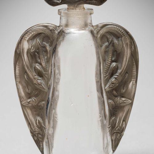 "LALIQUE René (1860 1945) ""Lizard Ears"" bottle. Proof print made of white glass, …"
