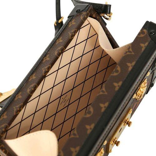 Louis Vuitton Umhängetasche. Petite Malle, coll. 2015, LxHxW 20.0x12.5x5.0 cm. N…