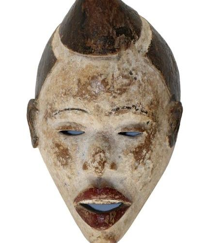 Maske der Punu Gabon. Typical design of the Puna mask. To the front, pinned up h…