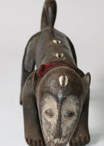 Mugugundu Tierfigur the Lega, Bwami DR.Congo. Dark wood, four legged animal with…