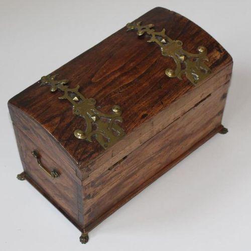 Schatulle Truhenform 19th century round lid chest 19.5 x 29.5 x 16 cm. On 4 slig…