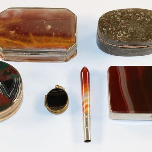 Achatdosen u. Schmuck. Collection of 10 objects. 6 tins (4 x damaged) cigarette …