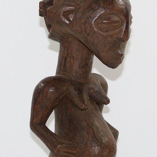 Ahnenfigur Luba, Hemba D.R.Kongo. Weibliche Holzfigur mit dunkler Patina. Verso …